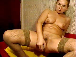 cam russian lady fucks her shaggy kitty with toy