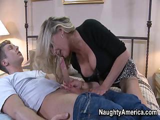 amateur boy served by super mature babe