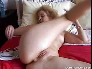 sweet cougar inexperienced worships to feel it in