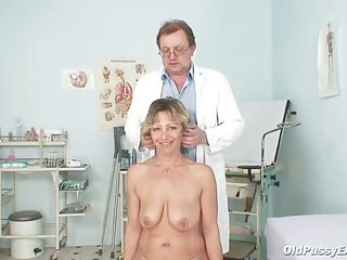 vanda has her horny older vagina opened by