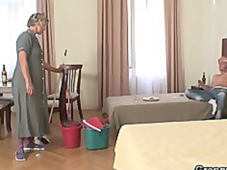 difficult morning fuck with cleaning girl