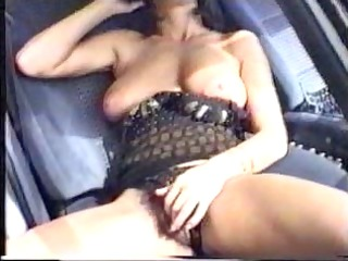 martina in car l7