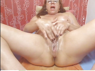 webcam - colombian elderly milf teasing (no sound)