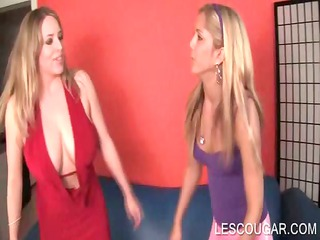 lesbo babe boob licked by young stunner