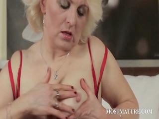 cougar blondie fist fucks lusty kitty