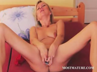 elderly babe filling her cave with a huge dildo