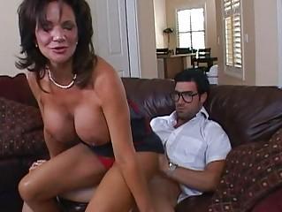 slutty brunette mature babe obtaining her pussy