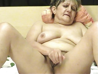 elderly ia a webcam r20