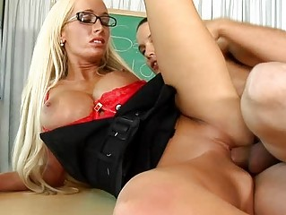 dick sucking lessons with milfs into glasses
