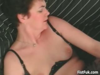 elderly bitch having great pussy fingering part4