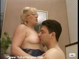 british blonde lady quarantenne ita