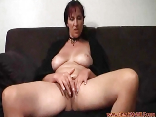 solo lady from checkmymilf.com rubbing her clit