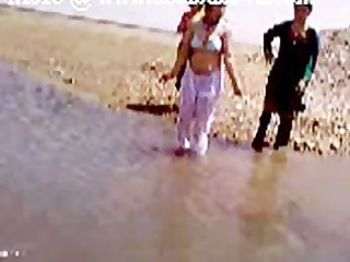 pakistani sindhi karachi aunty showed river shower