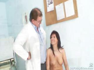 livie gyno woman cave speculum exam on gynochair