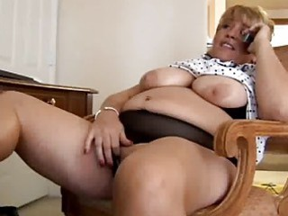 older bbw fingering herself