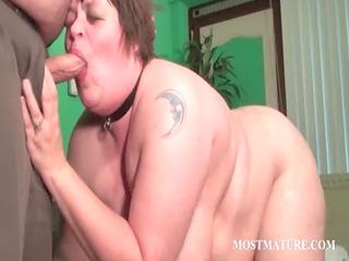 older hooker pleasing her kitty