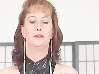 brunette mature bitch makes her way