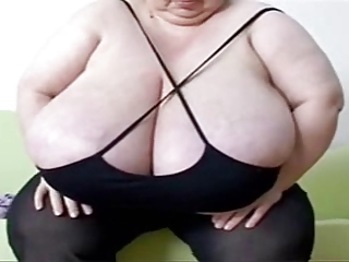 mujer madura, con grandes tetas y naturales