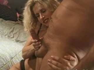 hottest mature babe did an erotic handjob
