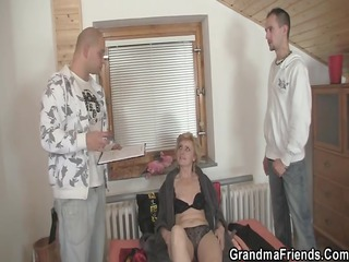 solitary granny gives her cumhole