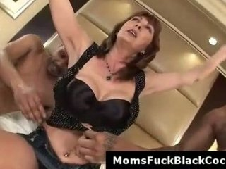cougar desi is a black libido bitch that loves to