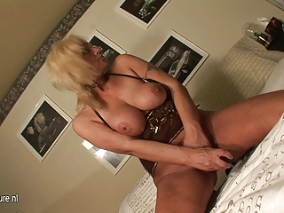 blonde mature mother masturbate