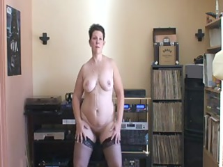 cougar girl with a heavy bottom dancing on her