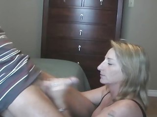 cougar slut do blowjob