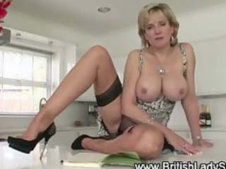 naughty older american babe exposes off