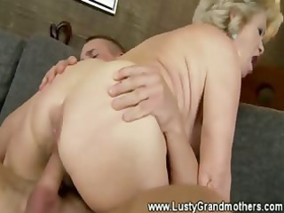 older inexperienced fatty kitty fucked inside her
