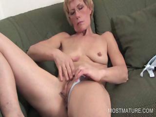 mature blondie fisting vagina