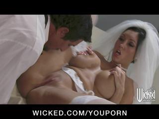 nervous giant boob brunette slut gang-bangs giant