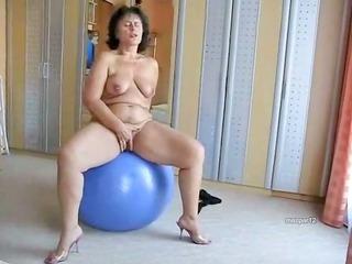 plump mature slut on her green ball