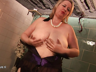 those huge horny grannie knows how to please