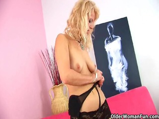 goldenhaired grandma inside darksome pantyhose