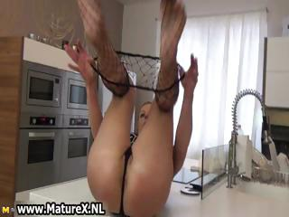 mature wife acquires her nylons off part5