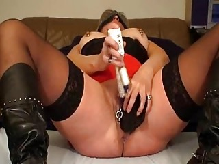 mrspaarira german lady plays with 2 vibrators