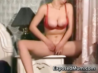 knockers mum pushing vibrator after doing her