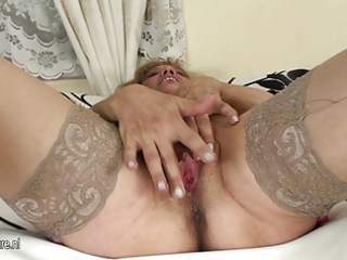 old older slut pleasing with herself