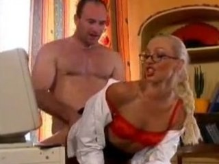 french milf gets an bureau drilling