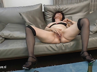 grown-up mom-next-door loves masturbating