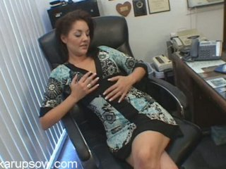 brunette milf bobbie fisting and toying inside