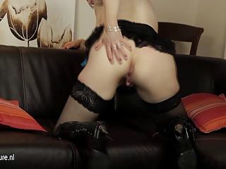 american mature mom masturbating with her plastic