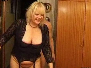 2 naughty moms bunch arse