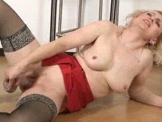 wanting dick mature belle masturbates