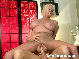 horny grownup mom inside ripped nylons