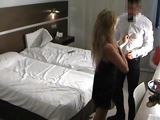 spy mature babe fucks room service guy