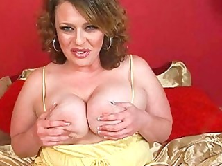 sweet large brunette momma sticks huge didlo up