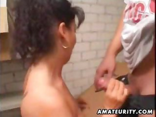 mature inexperienced lady arse with facial white